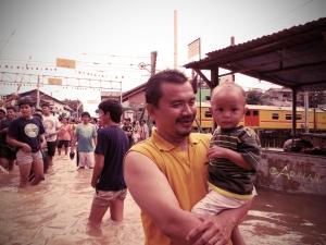 Wisata Gratis Dikala Banjir Menggenang